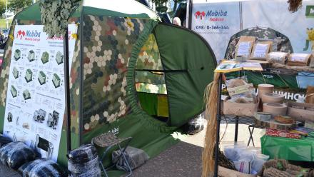Бани отапливаемые зимние палатки Мобиба на выставке. Киев, Украина